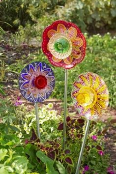 Fun use of vintage and recycled glass in the garden. Make your own garden deocrations with old cups, plates and other vintage glass! Fun rainy day project for when you can't be out in the garden.