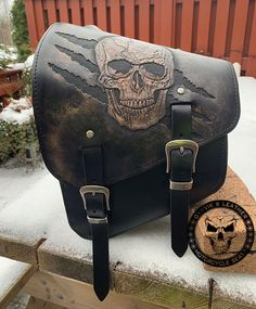 Dyrvik´s Leather - Sadel och läderhantverk 2020 Leather Bags Handmade, Leather Craft, Motorcycle Saddlebags, Bobber Style, Motorcycle Seats, Harley Softail, Leather Carving, Custom Motorcycles, Saddle Bags