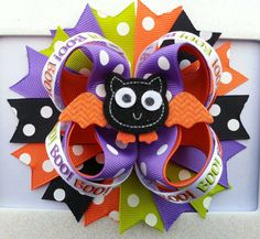 Do you want to have the best hair accessory for Halloween?  With this hair bow you fly to the top of the fashion charts.