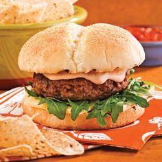 Burgers de boeuf à la salsa - Soupers de semaine - Recettes 5-15 - Recettes express 5/15 - Pratico Pratique