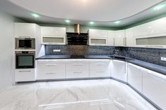 How to put your kitchen credenza? Modern Kitchen Interiors, Luxury Kitchen Design, Kitchen Room Design, Modern Kitchen Cabinets, Contemporary Kitchen Design, Kitchen Cabinet Design, Living Room Kitchen, Home Decor Kitchen, Kitchen Flooring