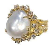 Baroque cultured pearl, diamond and 18k yellow gold : Lot 6841