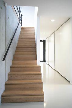 Moderne gangen, hallen & trappenhuizen van THOMAS BEYER ARCHITEKTEN