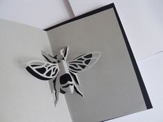 Insects Pop-up Book by Clyo Parecchini, via Behance Kirigami Templates, Pop Up Card Templates, Book Making, Card Making, Paper Toys, Paper Crafts, Tarjetas Pop Up, Pop Up Art, Paper Engineering