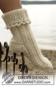 Ravelry: Socks in Eskimo pattern by DROPS design (pretty as bed socks. Knitted Socks Free Pattern, Crochet Slippers, Knitting Socks, Knitting Patterns Free, Free Knitting, Knit Crochet, Crochet Patterns, Drops Design, Eskimo