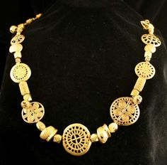 Africa | Necklace from the Akan people of Ghana | Gold | 18th - 19th century | Price on request