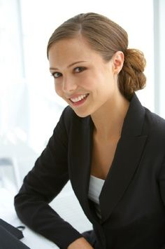 This is an acceptable bun for the work place or for an interview. Make sure your hair is out of your face for an interview, especially if you have a tendency to play with your hair when you are nervous! Job Interview Hairstyles, Office Hairstyles, Business Hairstyles, Casual Hairstyles, Professional Hairstyles, Hair Job, Curly Braided Hairstyles, Bun Hairstyles, Pelo Casual