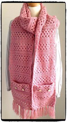 MadebYvon: Gorgeous Shawl with pockets Crochet Blouse, Crochet Scarves, Crochet Clothes, Knit Crochet, Crochet Hats, Poncho Knitting Patterns, Knitted Poncho, Crochet Patterns, Crochet Wallet