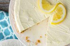 No bake Lemon Cheesecake- you can serve this dessert all Spring and Summer 365 (lemon oreo cheesecake) Lemon Desserts, Lemon Recipes, No Bake Desserts, Sweet Recipes, No Bake Lemon Cheesecake, Baked Cheesecake Recipe, Oreo Cheesecake, Cupcakes, Cupcake Cakes
