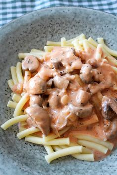 Pasta Med En Lækker Champignon Parmesanost Sauce – One Kitchen – A Thousand Ideas Snack Recipes, Cooking Recipes, Snacks, Parmesan Recipes, Danish Food, First Kitchen, I Foods, Italian Recipes, Food And Drink