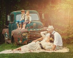 Awesome rockabilly themed family portrait!