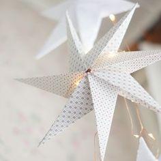 Kodin Kuvalehti – Blogit | Ruususuu ja Huvikumpu – Soodataikina -koristeet hurmaavat keveydellään. Tee itse kauneimmat kuusenkoristeet! Xmas Decorations, Ceiling Fan, Happy Holidays, Pearls, Christmas, Crafts, Inspiration, Home Decor, Crafting