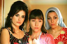 """038 """"Raimunda (Penélope Cruz), Sole (Lola Dueñas) y una vecina (Pepa Aniorte)"""" / Volver (2006) / #Almodovar"""