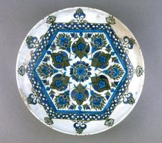 Hexagonal tile design, with finials at corners. Glazed Ceramic, Ceramic Bowls, Ceramic Pottery, Hexagon Tiles, Hexagon Pattern, Clouds Band, Turkish Tiles, Ottoman, Glass Paperweights