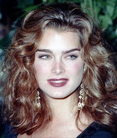 Brooke Shields shot to fame in films such as Pretty Baby and Blue Lagoon. Take a look at the American model and actress at work. Brooke Shields Jovem, Brooke Shields Young, Brooke Shields Eyebrows, Vaquera Sexy, Celebs, Celebrities, Belle Photo, Pretty Face, Hair Inspo