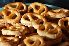 Covrigei (cu untura si telemea) | Retete culinare cu Laura Sava Appetizer Recipes, Appetizers, Romanian Food, Onion Rings, Waffles, Picnic, Bakery, Pizza, Bread