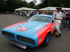 1972 Dodge Charger NASCAR Race Car - American Racing Legend Richard Petty By His Car - 1920x1440 - Wallpaper