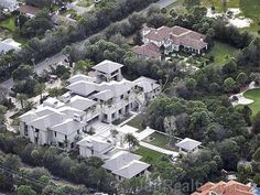 Aerial View of Michael Jordan's Bear's Club house in Jupiter, FL. Dream House Interior, Dream Home Design, My Dream Home, Interior Design Living Room, House Design, Amazing Architecture, Modern Architecture, Florida Mansion, Celebrity Mansions