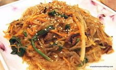 Authentic Japchae Recipe, Korean glass Noddle, need to make this! Clear Noodles, Stir Fry Glass Noodles, Korean Glass Noodles, Glass Noodle Salad, Easy Korean Recipes, Asian Recipes, Ethnic Recipes, Asian Foods, Filipino Recipes