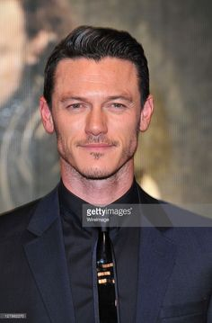 Luke Evans arrives at the Three Musketeers in 3D World Premiere at... Fotografia de notícias | Getty Images