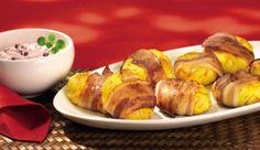 Die herzhaften Kartoffel-Taler mit Preiselbeerdip vereinen knusprigen Bacon, fruchtigen Apfel und saure Sahne – ein Geschmackserlebnis für dich und deine Gäste