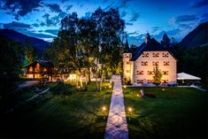 Schloss Prielau in Zell am See bei holidays with pets Hotel Stay, Das Hotel, Best Wedding Venues, Hotel Wedding, Hotel Austria, Zell Am See, Travel Hotel, To Go, Hotels