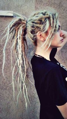 The interlocking dreads are compound within the middle and formed like curls to form them look even additional stunning. New Dreads, Dreadlocks Girl, Dread Braids, Natural Dreads, Locs, Box Braids, Dreadlock Styles, Dreads Styles, Kinky Twists