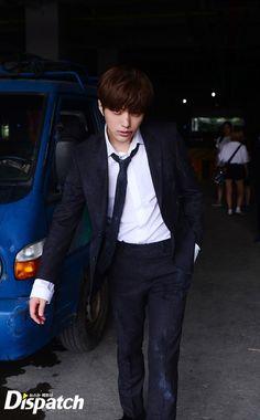 """[스타캐스트] """"그렇게, 빨려 들어간다""""…엘VS남우현, 태풍급 브로맨스 :: 네이버 TV연예"""