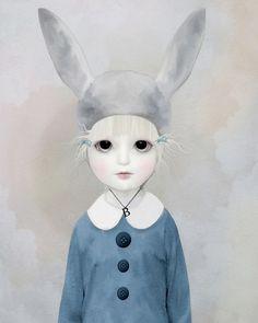 Art and Ghosts: девочки как куклы и куклы как девочки.     Художница Луиза решила работать не на имя, а на бренд, и назвала свой творческий проект Art and Ghosts. Под этим брендом Луиза выпускает серии иллюстраций то ли с девочками, то ли с куклами.