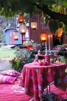 Bohemian outdoor goes great with the vardo in the background.