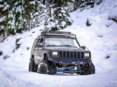 Tis the season ❄ #WinterWheeling www.jeepbeef.com _________ @aj_gootee _________ #Jeep #XJ #JeepCherokee #JeepCherokeeXJ #XJNation #SnowWheeling #Pnw #ExploreMore #JeepBeef #Jeepology #JeepLife