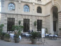 Cafe Mercurio Outside