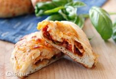 Pizza Empanadas with Cacique Manchego and Panela Cheese Pizza Recipes, Lunch Recipes, Great Recipes, Cooking Recipes, Favorite Recipes, Healthy Recipes, Empanadas, Italian Recipes, Mexican Food Recipes