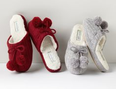 Different Types Of Sneakers – Sneaker Deals Winter Slippers, Cute Slippers, Fashion Slippers, Fashion Flats, Cute Baby Girl Images, Gowns Of Elegance, Crochet Shoes, Sneakers For Sale, Sexy Boots