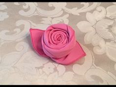 How to Fold a Cloth Napkin into a Rose in 72 Seconds. I demonstrate how to fold a cloth napkin into the shape of a rose bud. They look like they would be hard to make, but they are super easy to make! It only takes 72 seconds to make one! Simple Table Decorations, Decoration Table, Diy Table, Table Napkin, Decor Diy, Home Decor, Napkin Folding Rose, Napkin Rose, Folding Napkins