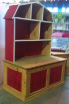 Barn Toy Box.. Another thing for you Nikki. Another project for Michael.
