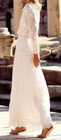 Weißes langes Kleid aus Spitze