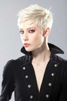 """How to style the Pixie cut? Despite what we think of short cuts , it is possible to play with his hair and to style his Pixie cut as he pleases. For a hairstyle with a """"so chic"""" and pointed… Continue Reading → Short Grey Hair, Very Short Hair, Short Blonde, Short Hair Cuts, Blonde Hair, Short Hair Styles, Pixie Styles, Short Pixie Haircuts, Pixie Hairstyles"""