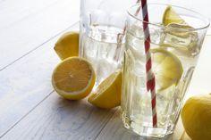 Když pravidelně každé ráno vypijete sklenici vlažné vody se šťávou z citronů, budou se dít zázraky. Vyčistí se vám pleť, nastartujete svůj metabolismus a dopřejte tělu kompletní detoxikaci.