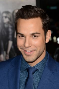 Skylar Astin, plays Jesse in Pitch Perfect- Dane cook look alike! Beautiful Men, Beautiful People, Pretty People, Ted Mosby, Skylar Astin, All That Matters, Pitch Perfect, Lea Michele, Dream Guy
