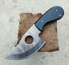 CUSTOM HANDMADE DAMASCUS GUTHOOK SKINNER KNIFE WITH LEATHER SHEATH Damascus Sword, Damascus Steel, Skinning Knife, Dagger Knife, Knife Handles, Cow Hide, Knives And Swords, Folding Knives, Knife Making