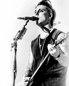 Syn looks so good with that hair!