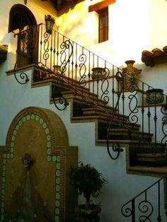 Spanish style homes – Mediterranean Home Decor Mexican Style Homes, Spanish Style Homes, Spanish Revival, Spanish House, Spanish Colonial, Hacienda Decor, Hacienda Style Homes, Mexican Hacienda, Mexican Courtyard