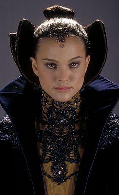Natalie Portman - Star Wars: Episode II - Attack of the Clones (2002) (1805×2955)