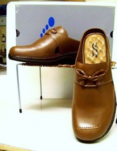 08a4a6bad684 NEW Softwalk Modesto 5.5M Leather Clogs Tan Leather Bows Cutouts Low Heel  Padded