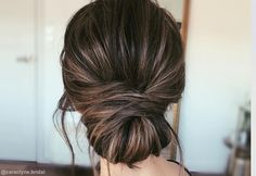 These stunning updos for medium length hair are perfect for formal affairs & looking your best! We'll show you how to get easy updos with our tutorials. Frisuren dünnes Haar 25 Best Updos for Medium Hair in 2019 Bridesmaid Hair Medium Length, Bridesmaid Hair Side, Bridesmaid Hair Brunette, Bridesmaids Hairstyles, Up Dos For Medium Hair, Medium Hair Styles, Curly Hair Styles, Hair Styles For Formal, Hair Updos For Medium Hair
