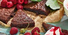 Ska du bara göra en kladdkaka i år så gör denna! Godare finns inte. Chocolate Brownies, How To Make Cake, Strawberry, Delicate, Pudding, Pie, Fruit, Desserts, Food