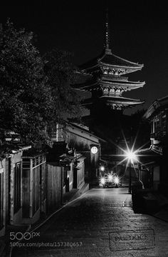 """Another noght in Higashiyama - Kyoto Go to http://iBoatCity.com and use code PINTEREST for free shipping on your first order! (Lower 48 USA Only). Sign up for our email newsletter to get your free guide: """"Boat Buyer's Guide for Beginners."""""""