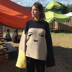 "12.2 mil Me gusta, 54 comentarios - Alexa (@alexachung) en Instagram: ""Cuz I'm stuck in a city but I belong in a field. @alexachungstagram jumperrrrrr"""