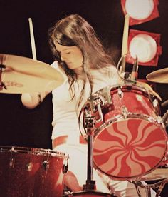 She was playing here on her famous DW peppermint tone trap set six piece set Meg White, Jack White, Rock N Roll Music, Rock And Roll, Women Of Rock, The White Stripes, Sound & Vision, Light Music, Rock Legends